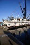 Bateaux de pêche au point d'attache photographie stock libre de droits