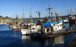 Bateaux de pêche au point d'attache images libres de droits