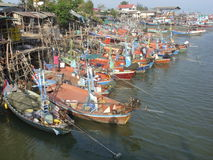 Bateaux de pêche chez Cha AM, Thaïlande Photographie stock libre de droits