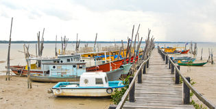 Bateaux de pêche chez Penyabong, Malaisie Photos stock