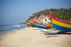 Bateaux de pêche colorés Photos stock