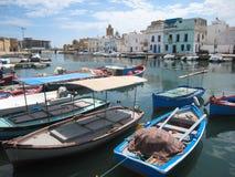 Bateaux de pêche dans le vieux port. Bizerte. La Tunisie Photo stock