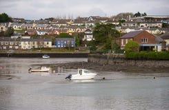 Bateaux de pêche dans Kinsale image stock