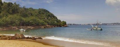 Bateaux de pêche dans la baie, Sri Lanka Photographie stock libre de droits