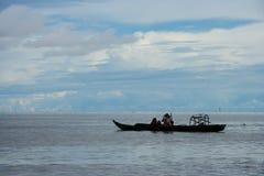 Bateaux de pêche dans le lac Photographie stock libre de droits