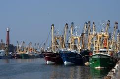 Bateaux de pêche dans le port Photographie stock libre de droits