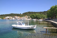 Bateaux de pêche dans le vieux port de Limenas, en île de Thassos, G Photo stock
