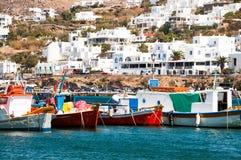Bateaux de pêche dans Mykonos Image stock