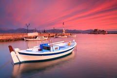 Bateaux de pêche dans Nafplio photos libres de droits