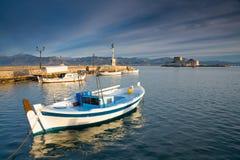 Bateaux de pêche dans Nafplio, Grèce Photos stock