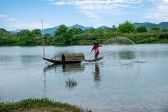 Bateaux de pêche de Jiangxi Wuyuan Moon Bay Photos stock