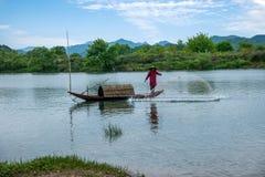 Bateaux de pêche de Jiangxi Wuyuan Moon Bay Image libre de droits