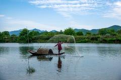 Bateaux de pêche de Jiangxi Wuyuan Moon Bay Photo stock