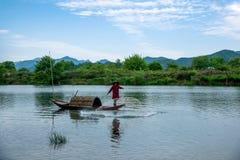 Bateaux de pêche de Jiangxi Wuyuan Moon Bay Images libres de droits