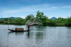 Bateaux de pêche de Jiangxi Wuyuan Moon Bay Images stock