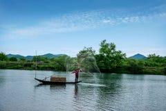 Bateaux de pêche de Jiangxi Wuyuan Moon Bay Image stock