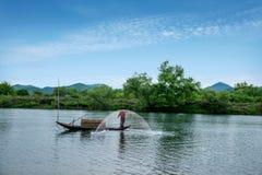 Bateaux de pêche de Jiangxi Wuyuan Moon Bay Photos libres de droits