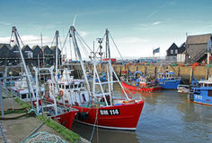 Bateaux de pêche de port photo stock