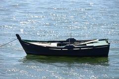 Bateaux de pêche en bois amarrés Photo libre de droits