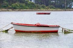 Bateaux de pêche en bois amarrés Photos libres de droits