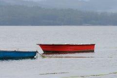 Bateaux de pêche en bois amarrés Image libre de droits