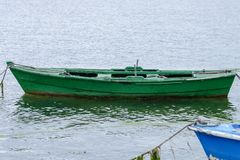 Bateaux de pêche en bois amarrés Photographie stock libre de droits