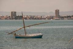 Bateaux de pêche en mars Menor de Murcie avec la douille de mars Menor Image libre de droits