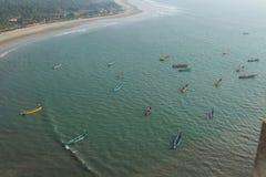 Bateaux de pêche en mer Pêche de attente Vue de ci-avant image libre de droits