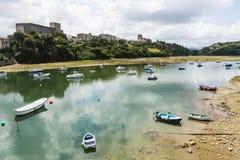 Bateaux de pêche en San Vicente de la Barquera, Espagne Images stock