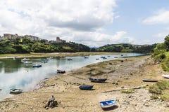 Bateaux de pêche en San Vicente de la Barquera, Espagne Photos stock