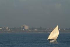 Bateaux de pêche et bateaux à voile dans l'Océan Indien Photographie stock libre de droits