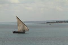 Bateaux de pêche et bateaux à voile dans l'Océan Indien Images stock