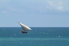 Bateaux de pêche et bateaux à voile dans l'Océan Indien Images libres de droits