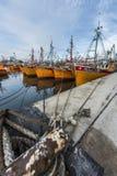 Bateaux de pêche oranges en mars del Plata, Argentine Images libres de droits