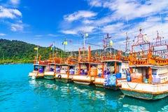 Bateaux de pêche par Koh Kood Island - la Thaïlande photo stock