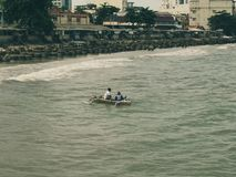 Bateaux de pêche de retour de la mer Photo stock