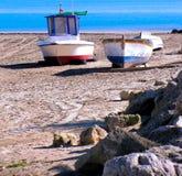 Bateaux de pêche sur la plage Images stock