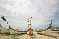 Bateaux de pêche sur la plage brésilienne Photos libres de droits