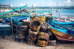 Bateaux de pêche sur la plage de Jimbaran, île de Bali photo libre de droits