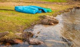 Bateaux de pêche sur le rivage Photographie stock libre de droits