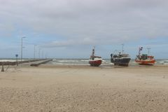 Bateaux de pêche sur une plage au Danemark Photo libre de droits