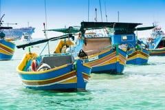 Bateaux de pêche traditionnels dans Marsaxlokk, Malte Photo stock