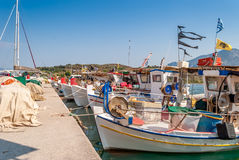 Bateaux de pêche traditionnels dans Palaia Epidaurus, Grèce images stock