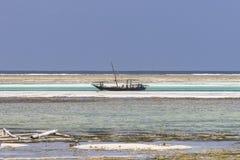 Bateaux de pêche traditionnels sur la plage Photographie stock