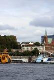 Bateaux de passager dans le port Photos libres de droits