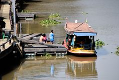 Bateaux de passager ou visites de bateau images stock