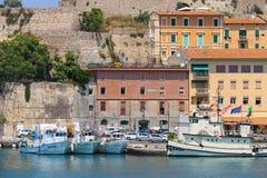 Bateaux de passagers à la couchette dans Portoferraio sur Elba Island, le Toscan Image libre de droits