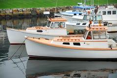 Bateaux de pêche dans le port Photographie stock