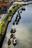 Bateaux de Rabelos sur le fleuve Douro. Image libre de droits