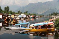Bateaux de Shikara sur Dal Lake Images libres de droits